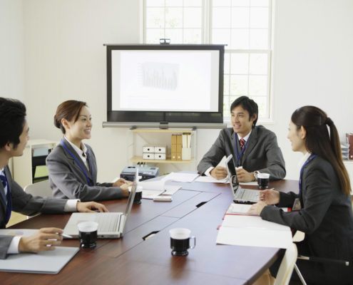 Businesspeople having meeting --- Image by © Bloomimage/Corbis